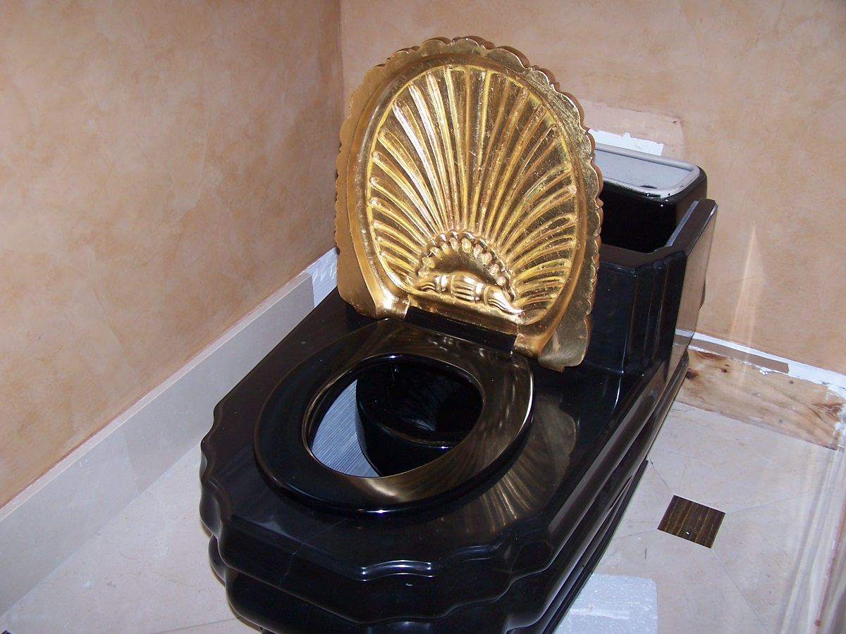 Rui Hailong's Toilet